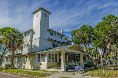 The Historic Peninsula Inn - Gulfport