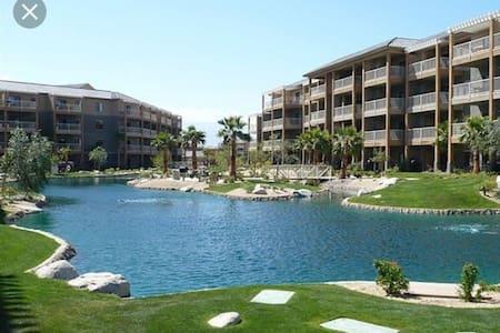 Luxury Desert Trip Studio Condo - Wohnung