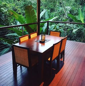 Cairns Treetops Retreat - Baumhaus