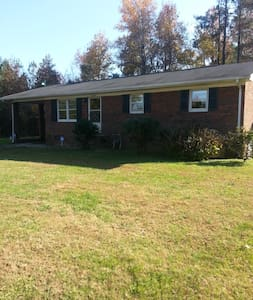 Cozy Cottage 25 mins to Research Triangle or ELON - Mebane - Casa