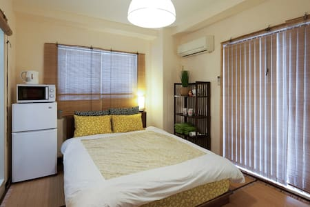 13min. to Yokohama Sta. A double bed for 2 people - Apartemen