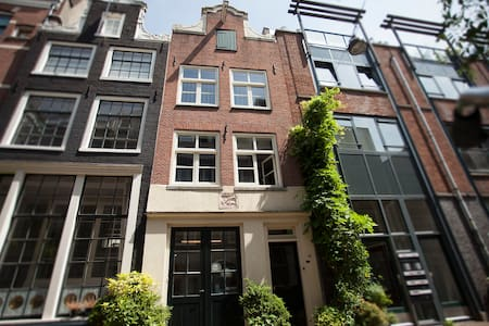 Since 1634, B&B Jordaan Amsterdam - Bed & Breakfast