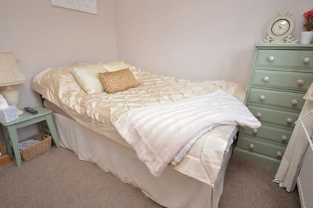 Great Family House in SW London - Sunbury-on-Thames
