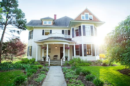 Boutique Inn - only 10 minutes from Ithaca - Newfield - Bed & Breakfast