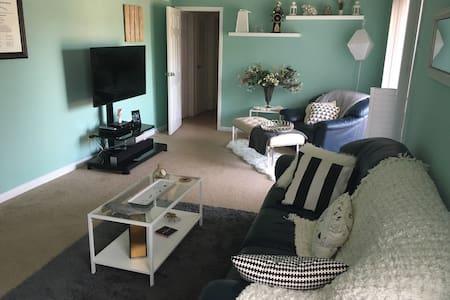Cozy Condo Downtown - Apartment