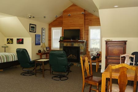 Crow's Nest Guest House - Fanny Bay