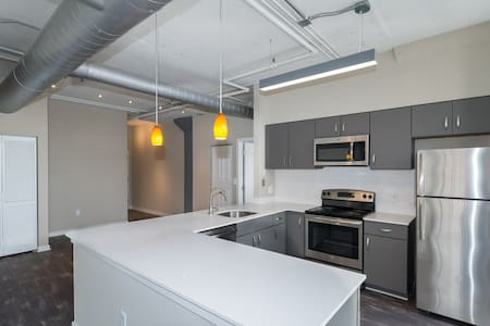 Spacious loft close to Baltimore Harbor - Baltimore - Condominium