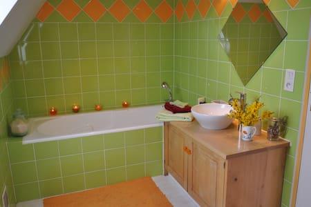 Chambre entre Rocamadour et Sarlat - House