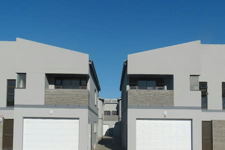 Family Suitable 3 Bed Townhouse - Casa