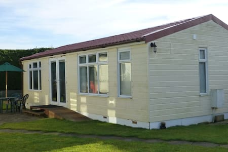 The Railway Chalet - Snettisham - Bungalo