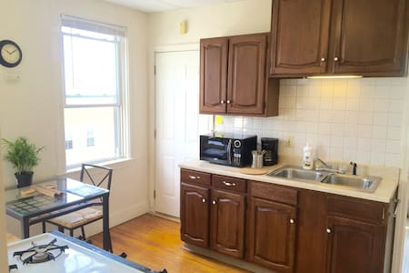 Cute French Style Apartment Right on Wickenden St! - Providence - Apartment