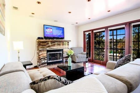 Gorgeous Two Bedroom Santa Monica Villa - Santa Monica