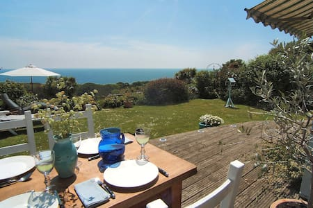 Detached house * Fab sea views - House