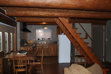 Ranch  Cabin , we welcome skiers & sledders ! - Enderby - Chalet