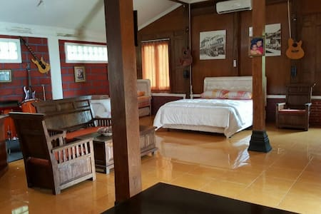 Joglo Ndeso's Studio House - 30 mins to Borobudur - Hus