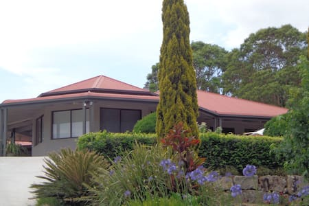 Nth Maleny Guest House (half house) - Maison