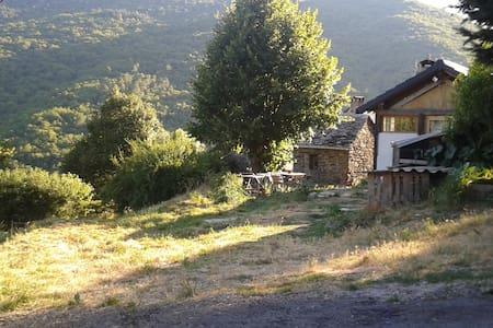 maison  rustique entourée de nature - Saint-Martin-de-Boubaux - Huis