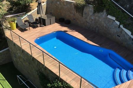 Magnífica casa con piscina, zona de juegos y sauna - Rumah