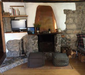 Casa de pueblo en Cerdaña Francesa, Caldegas. - Bourg-Madame - Hus