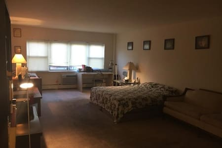 Basic Studio with Easy Access to Manhattan! - 哈肯薩克(Hackensack)