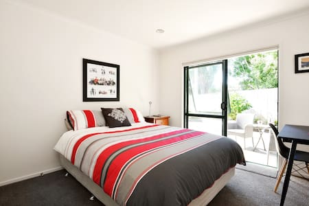 Peaceful Oasis by Pt Chev Beach - Auckland - Bed & Breakfast