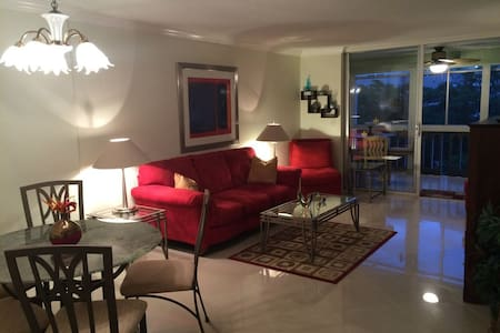 Tastefully furnished and fully equipped condo - 公寓