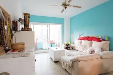 Bonita habitacion rosa y blanca