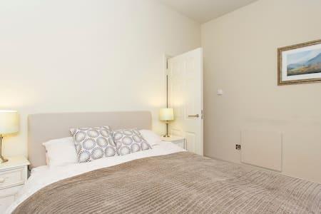 Warm Studio Apartment in Chelsea, Kensington - Huoneisto