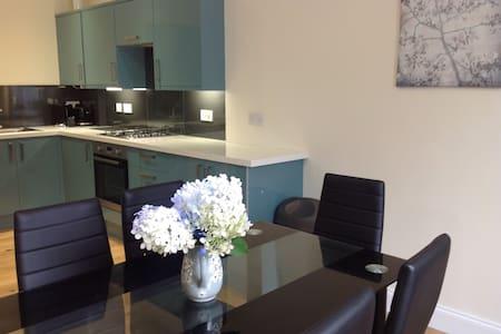 Stunning Town Centre Flat - Appartement