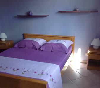 Chambre pour 2, petit déj 55€. SPA - Vensac - Rumah