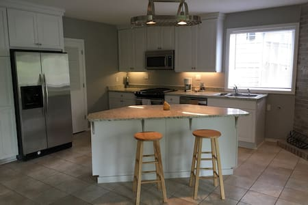 Apartment Close to PDX and Portland - Leilighet