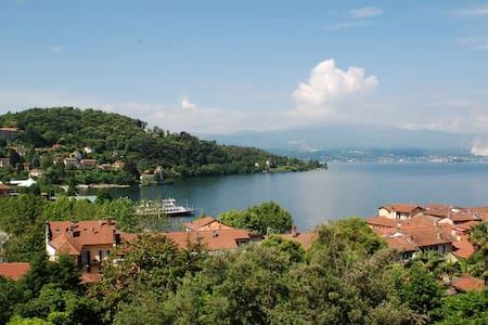 Bilocale vista lago in zona centro - House
