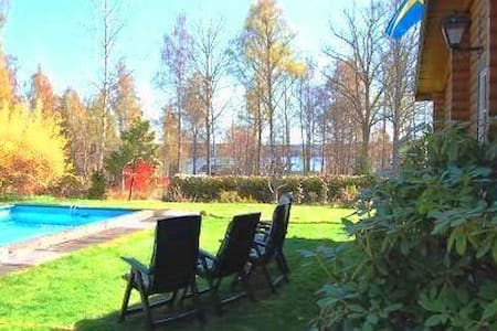 Cottage with pool at lake Sommen - Tullerum - Haus