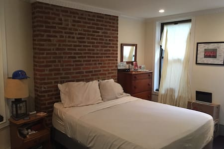 Spacious, Newly Renovated Apartment - New York - Apartment