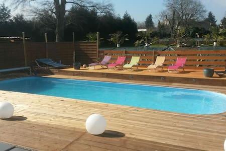 Chambre privée piscine chauffée - Dům