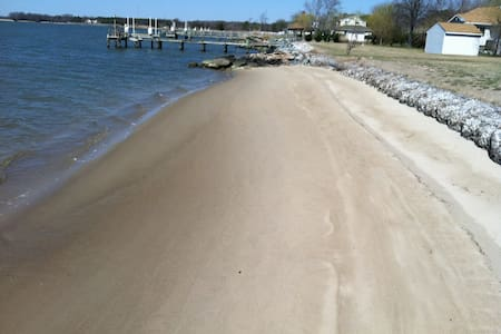Waterfront Room Rentals with private beach 1 - Trappe - Hus