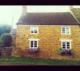 Carefree Cottage - Banbury