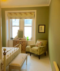 Elegantly furnished double bedroom - Dundee - Apartment