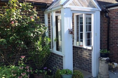 Cosy self- contained annexe with private patio - Birdham - Apartamento