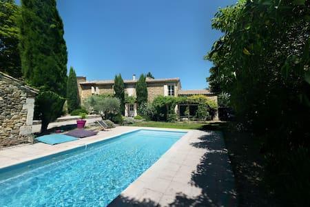 Mas familial avec piscine en Provence - Mondragon - Huis