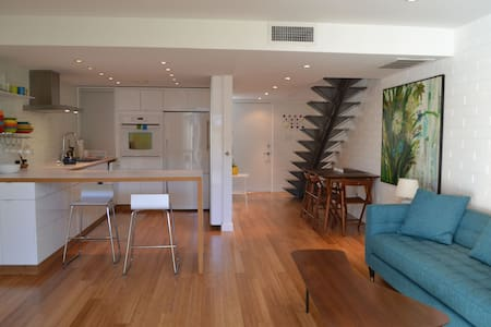 Cozy modern townhome in Old Town