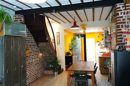 Une maison d' Artiste avec chambre cosy. - Townhouse