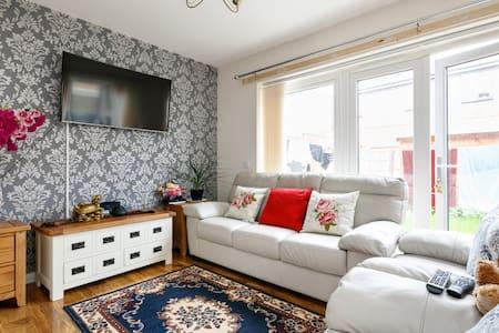 全新实木家具双人间;2天起租 - 타운하우스