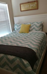 Clean, comfy room near Jax. Quiet and cozy. - orange park - Ev