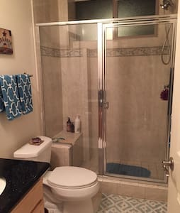 Private Room in Downtown Burbank - Townhouse