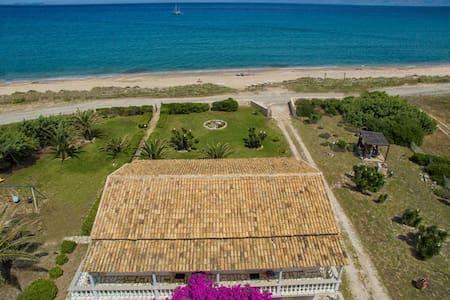 1st floor beach apt for 4 pax - Apartment