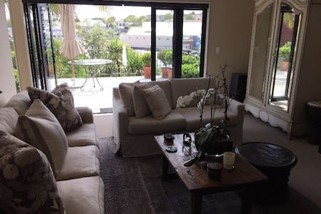 Sunny Parnell Townhouse - Auckland - Haus