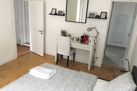 Nice big room with private bathroom and toilet - Townhouse