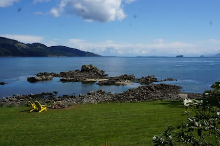 Oceanfront low bank home viewing Mt. Baker. - Pender Island
