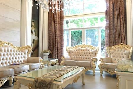 欧式独栋别墅++整栋出租++、带私家花园、物业服务一流、私家车库/交通便利-地段成熟环绕美食购物 - Fuzhou